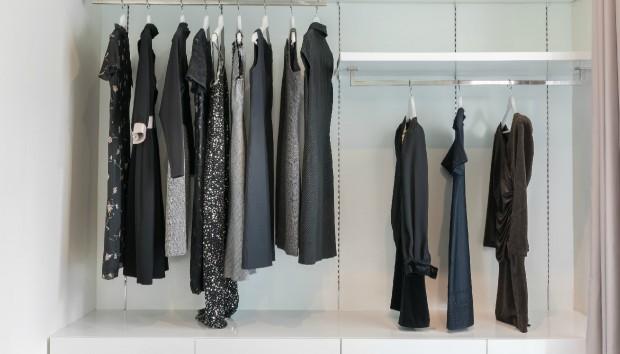 2 Σπιτικοί Φυσικοί Τρόποι για να Κάνετε τα Μαύρα Ρούχα σας Ξανά Ολόμαυρα