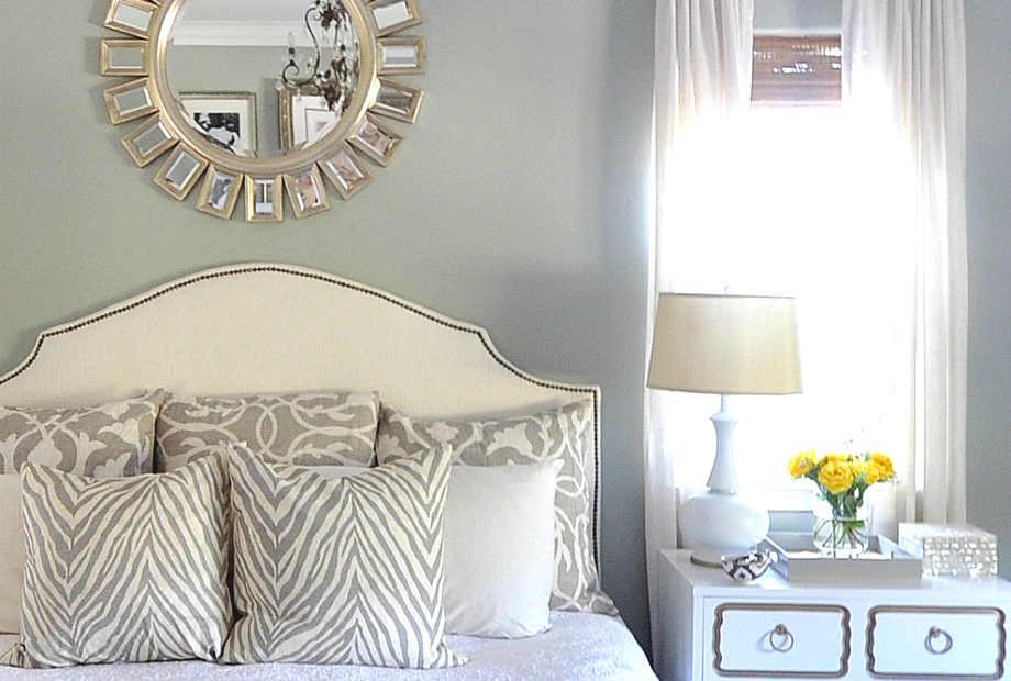 Αρκεί ένας καθρέφτης για να φέρει αέρα πολυτέλειας και κομψότητας στο υπνοδωμάτιό σας.