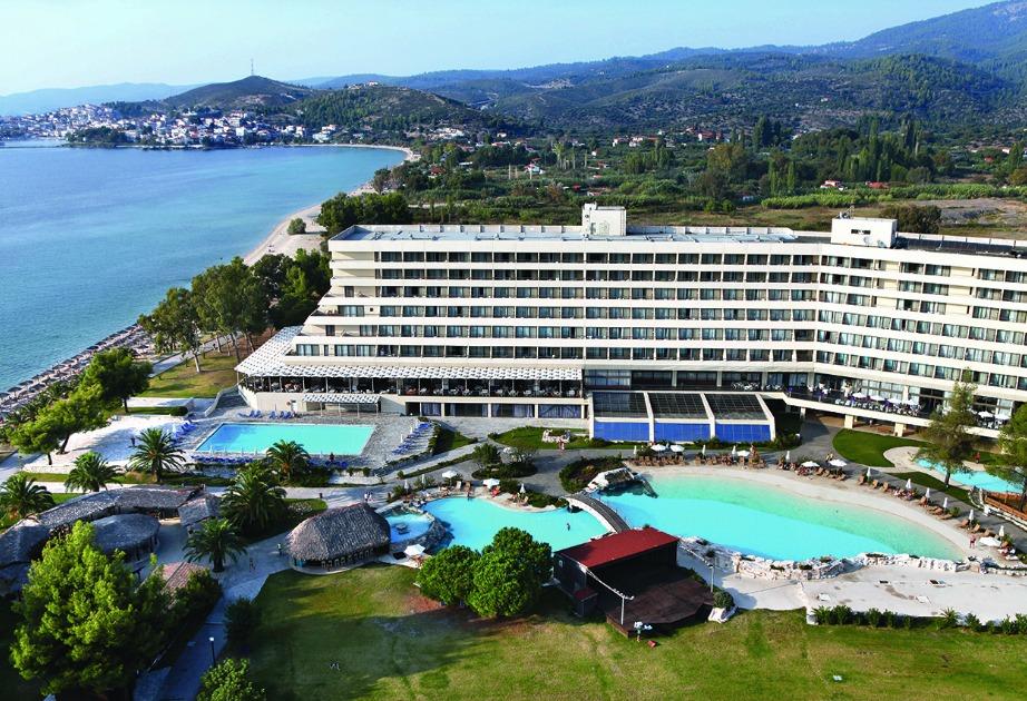Δείτε πόσο φανταστικό φαίνεται το ξενοδοχείο Πόρτο Καρράς.