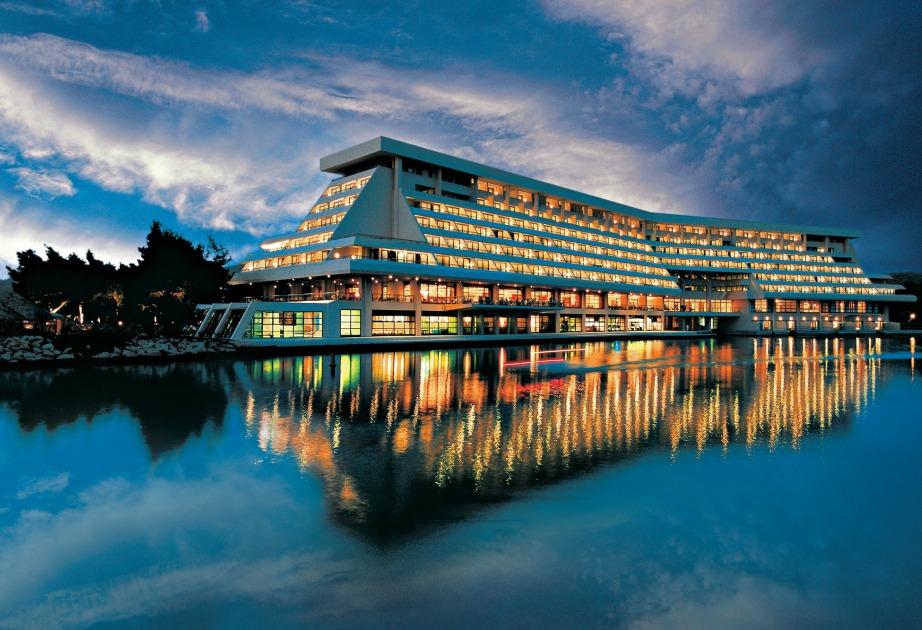 Το απίστευτα χλιδάτο ξενοδοχείο Πόρτο Καρράς.