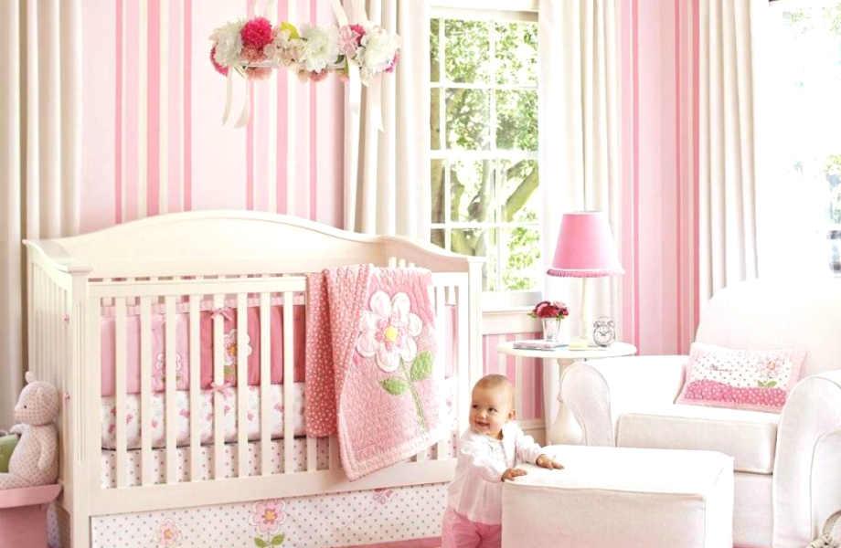 Αν επιλέξετε να βάψετε τους τοίχους ριγέ, δακοσμήστε το υπόλοιπο υπνοδωμάτιο με ουδέτερα χρώματα για ένα απόλυτα ισορροπημένο αποτέλεσμα.