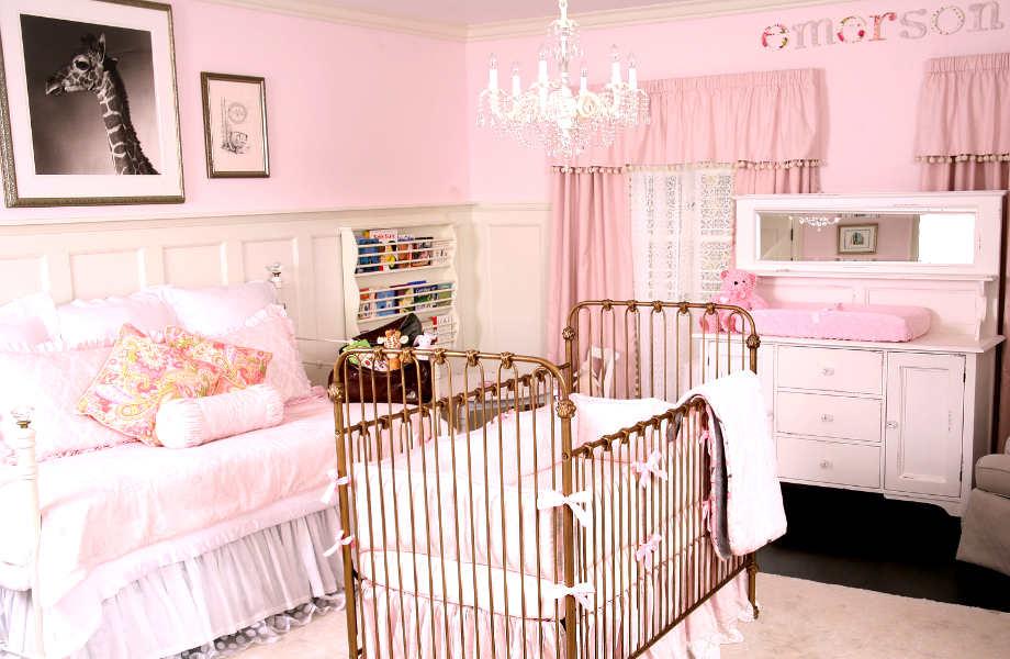 Η χρυσή κούνια κάνει αυτό το βρεφικό δωμάτιο πιο λαμπερό, πολυτελές και κομψό!