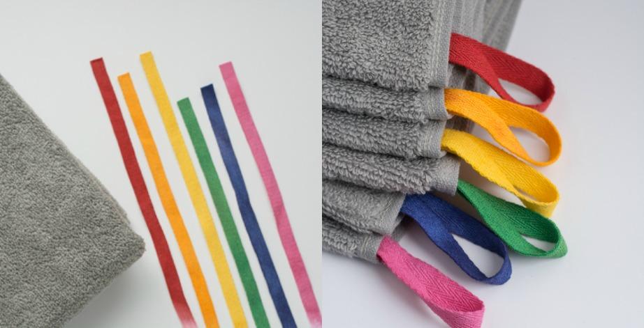 Πάρτε κορδέλες και ράψτε τις στις πετσέτες σας ώστε να ξέρει το κάθε μέλος της οικογένειας ποιο χρώμα είναι το δικό του και να μπορεί να χρησιμοποιεί πάντα τις ίδιες πετσέτες.