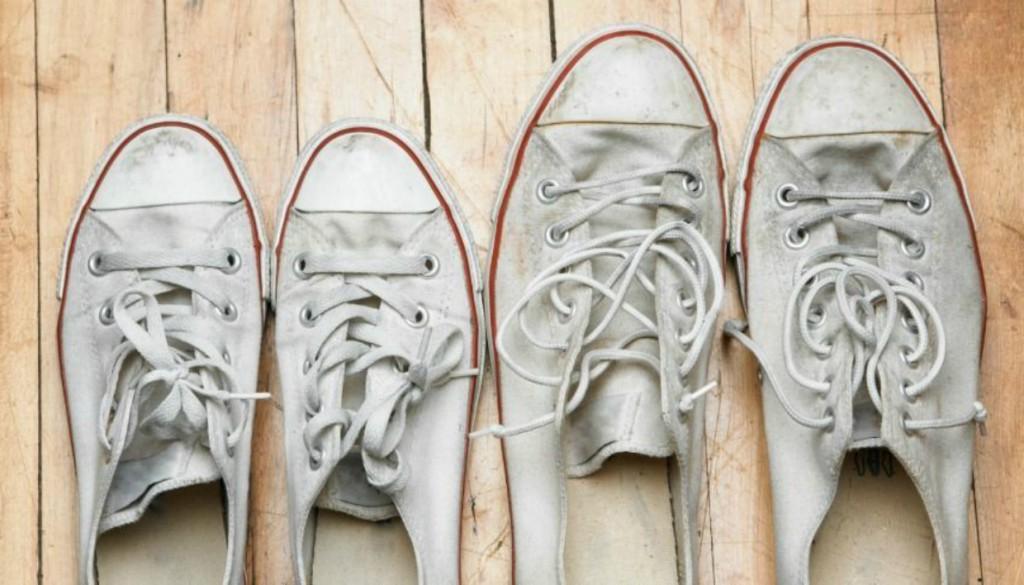 Πώς να Κάνετε τα Πάνινα Παπούτσια να Λάμψουν Ξανά!spirossoulis.com ... 1a4c0f32aa1