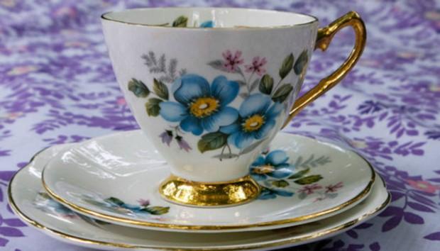 4 Κακές Συνήθειες που Καταστρέφουν τα Πιάτα και τα Ποτήρια σας