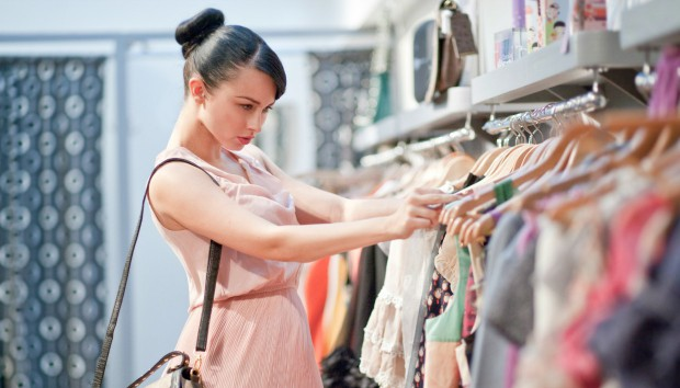 Ο Σοκαριστικός Λόγος για τον Οποίον Πρέπει Οπωσδήποτε να Πλένετε τα Καινούρια Ρούχα πριν τα Φορέσετε