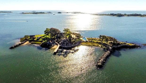 Το Αγαπημένο Ιδιωτικό Νησί των Σταρ του Χόλιγουντ Βγαίνει στο Σφυρί!