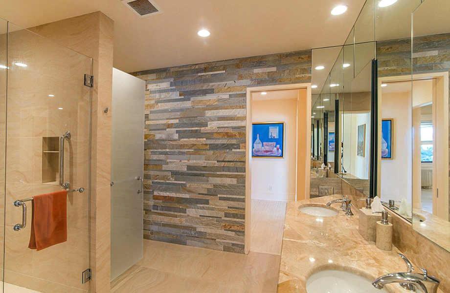 Το πανέμορφο και πολυτελές μπάνιο του μάστερ υπνοδωματίου.