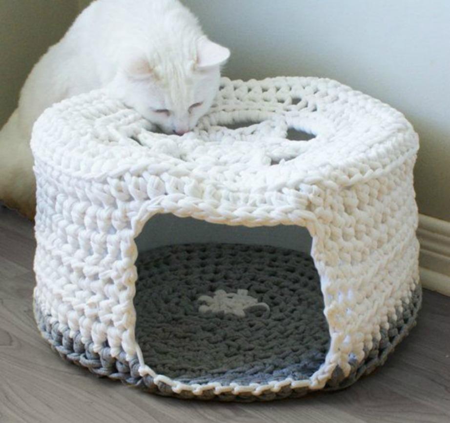 Με λίγη προσπάθεια μπορείτε να δημιουργήσετε ακόμα και ένα σπιτάκια για τα γατάκια σας.