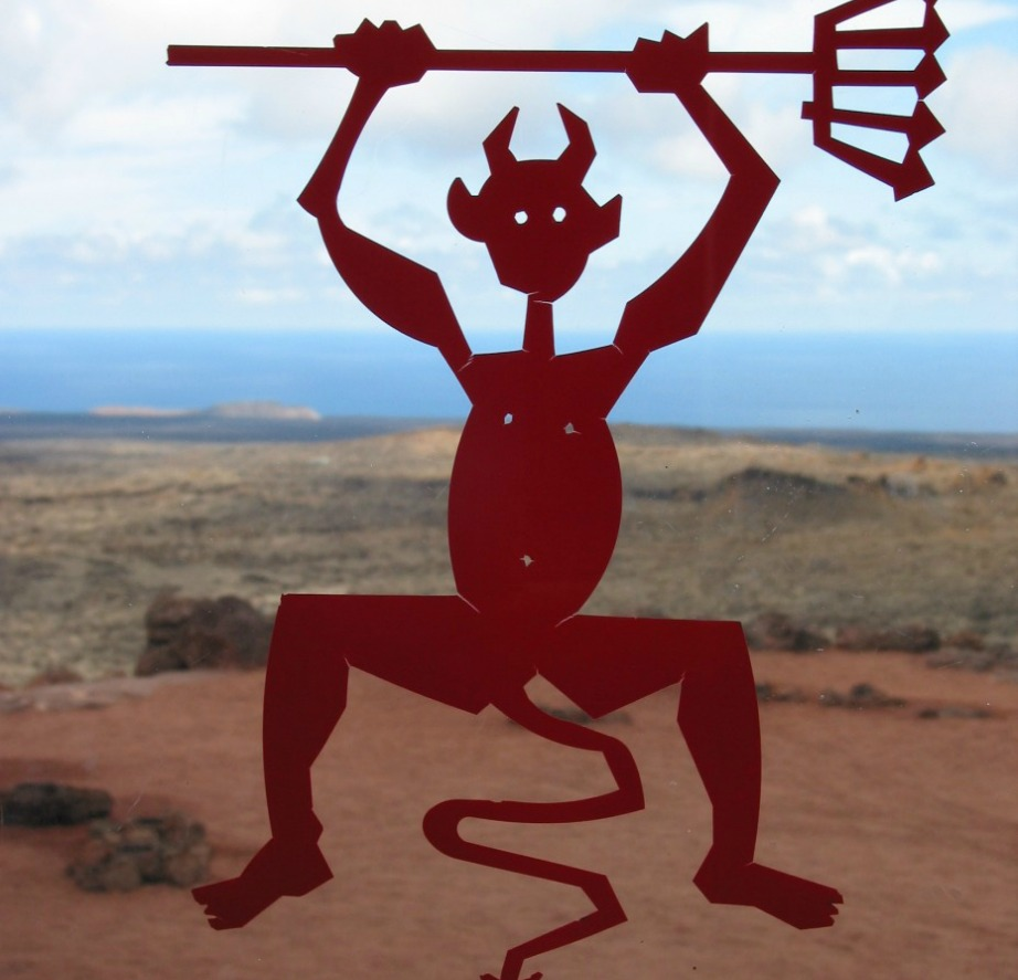 Αυτό είναι το El Diablo, η διάσημη μασκότ του συγκεκριμένου πάρκου που φτιάχτηκε από τον αρχιτέκτονα César Manrique