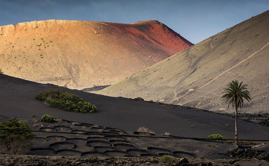 Το πάρκο καλύπτει μια τεράστια έκταση που είναι όλη φτιαγμένη από λάβα του ηφαιστείου.