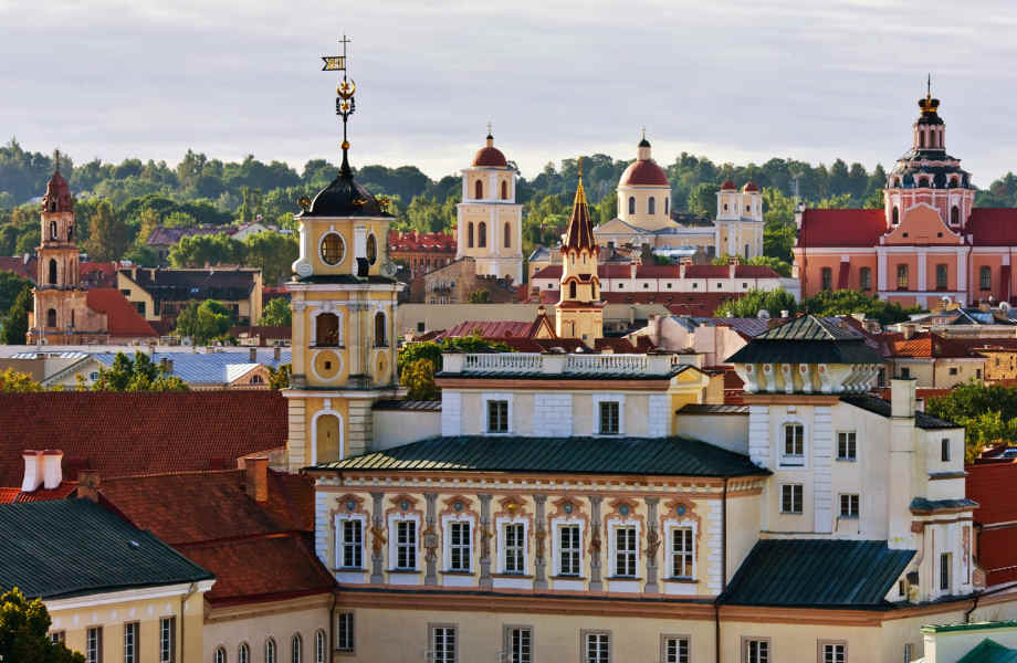 H Παλιά Πόλη δημιουργήθηκε το 1323 όταν ο μεγάλος δούκας Γκεντιμίνας όρισε το Βίλνιους ως πρωτεύουσα της Λιθουανίας. Σήμερα, αποτελεί Μνημείο Παγκόσμιας Πολιτιστικής Κληρονομιάς της Unesco.