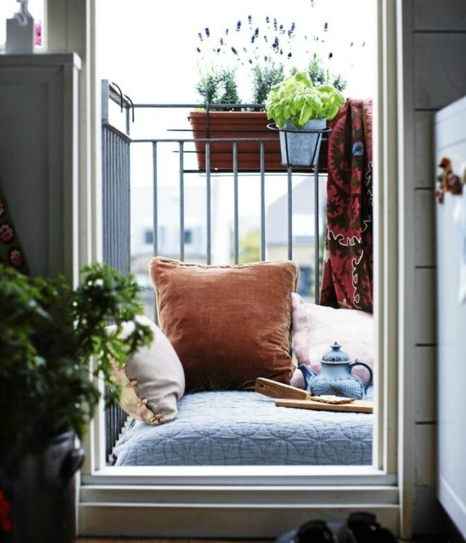 Αν το μπαλκόνι σας είναι πολύ μικρό, τότε μπορείτε ακόμα πιο εύκολα να υιοθετήσετε το boho style.