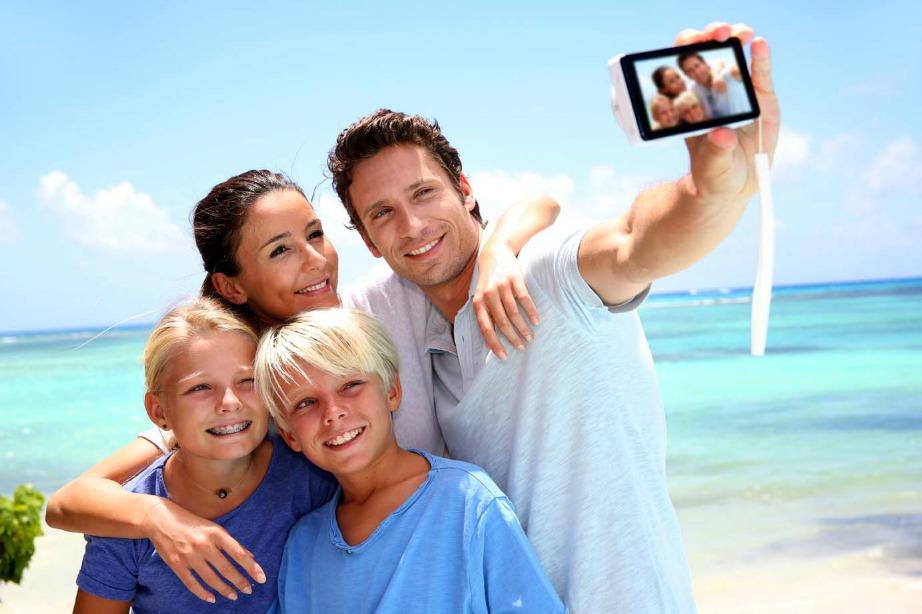 Μπορείτε να βγάλετε selfies και με τις φωτογραφικές μηχανές. Τι τα θέλετε τα κινητά;