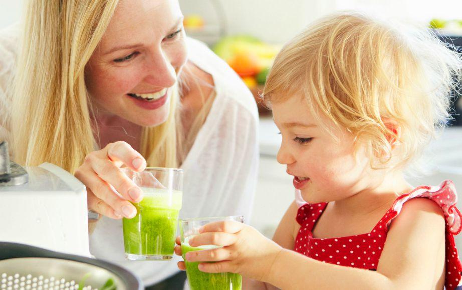 Φτιάξτε νόστιμα και υγιεινά smoothies και μάθετε και τα παιδάκια σας να πίνουν αυτά τα υγιεινά ροφήματα.