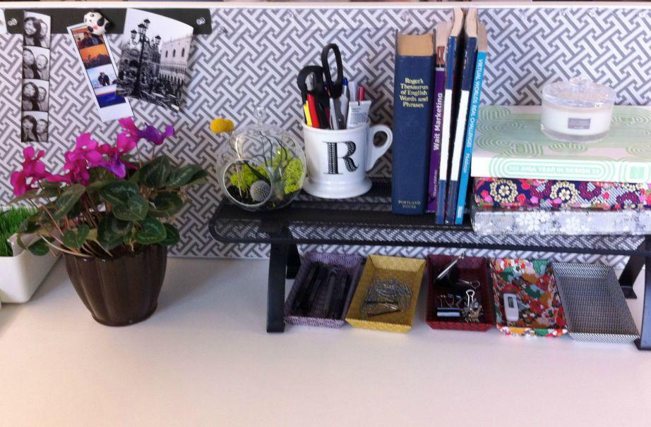 Αν δεν σας αρέσει το εργασιακό σας περιβάλλον, φροντίστε να το αλλάξετε. Διακοσμήστε το γραφείο σας και φτιάξτε όσο το δυνατόν πιο όμορφα τον χώρο σας.