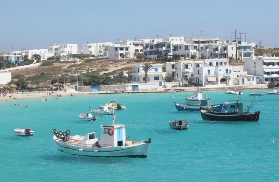 Στα πανέμορφα Κουφονήσια οι παραλίες έχουν ένα απίστευτο τιρκουάζ χρώμα.