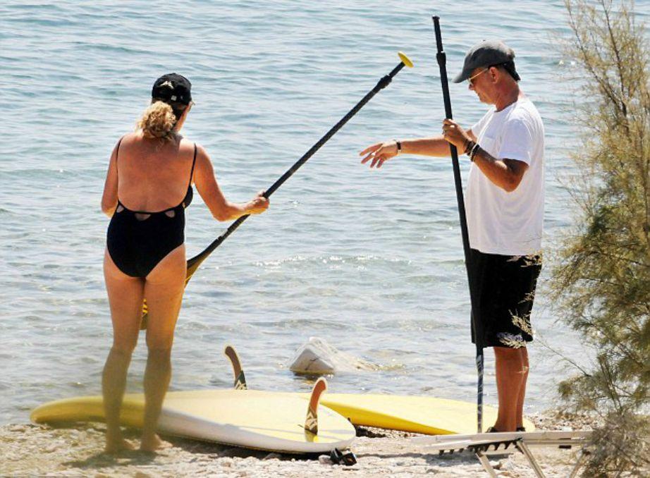 Ο Tom Hanks με τη σύζυγό του θεωρούνται σχεδόν μόνιμοι κάτοικοι Αντιπάρου.