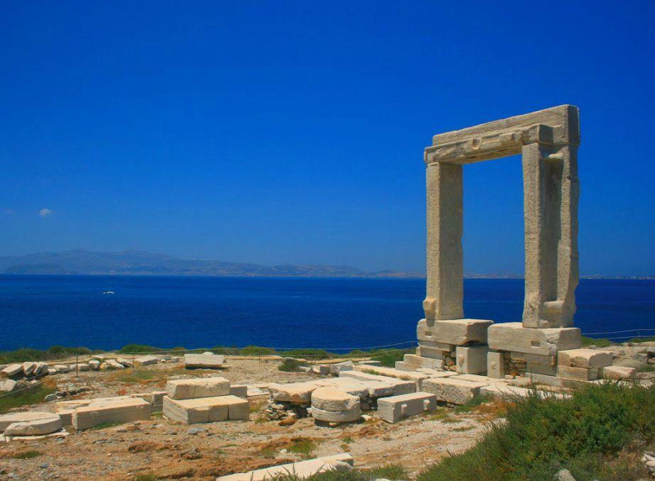 Οι εκπληκτικοί ναοί και τα ιερά της Νάξου καταφέρνουν να δίνουν στο νησί μια τελείως διαφορετική δυναμική και ενέργεια.