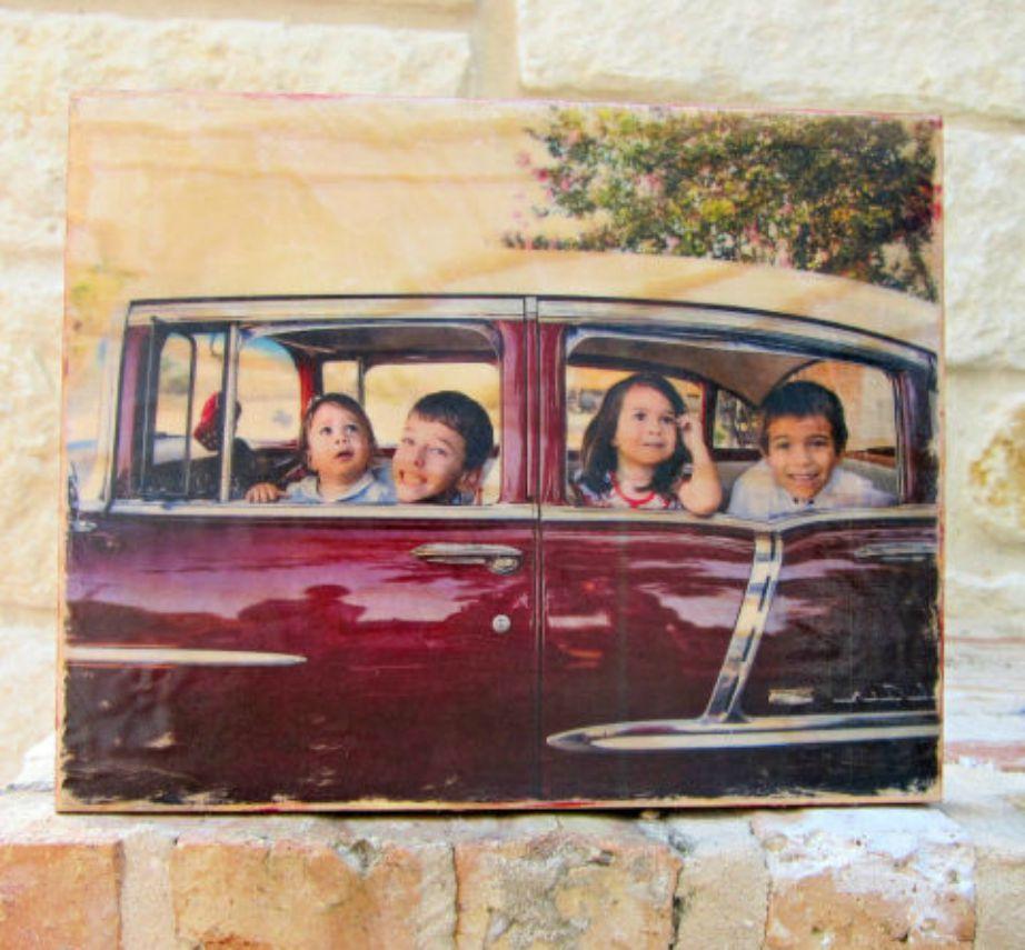 Δείτε τι ωραία που δείχνει αυτή η παλιά φωτογραφία τυπωμένη πάνω σε ξύλο.