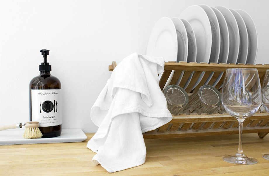 Το απορρυπαντικό πιάτων κάνει την τσίχλα παρελθόν από τα έπιπλά σας.