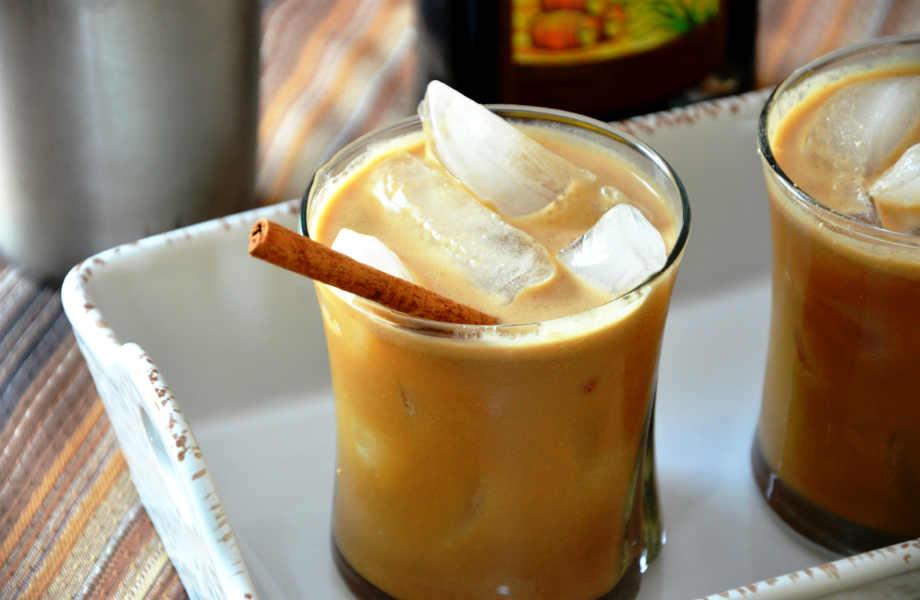 H κανέλα σας φαίνεται περίεργη προσθήκη στον καφέ σας; Ώρα να το ξανασκεφτείτε: οι βεδουίνοι χρησιμοποιούν (και) φύλλα δάφνης;