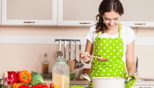 6 Πράγματα που Πρέπει να Έχετε στην Κουζίνα σας πριν Κλείσετε τα 30