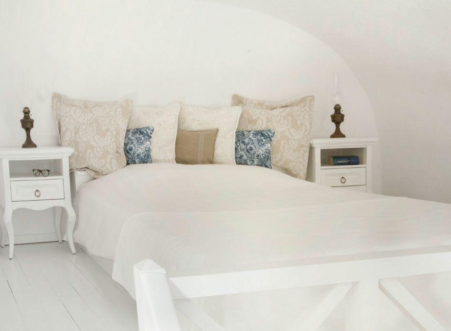 Η διακόσμηση στα δωμάτια είναι απλή αλλά πολύ όμορφη σε απαλούς γήινους χρωματισμούς.