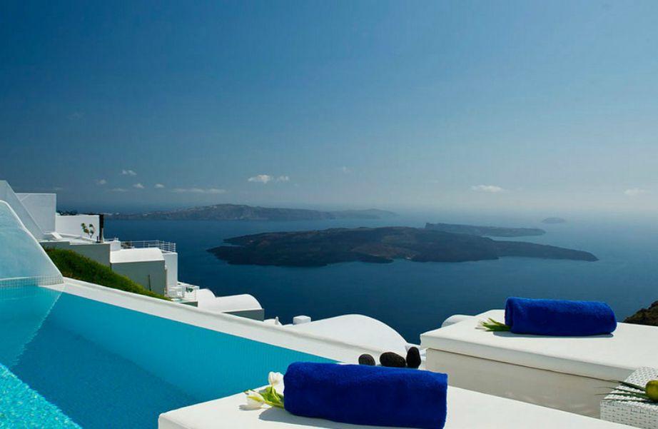 Η φανταστική θέα από το ξενοδοχείο Astra Suites.