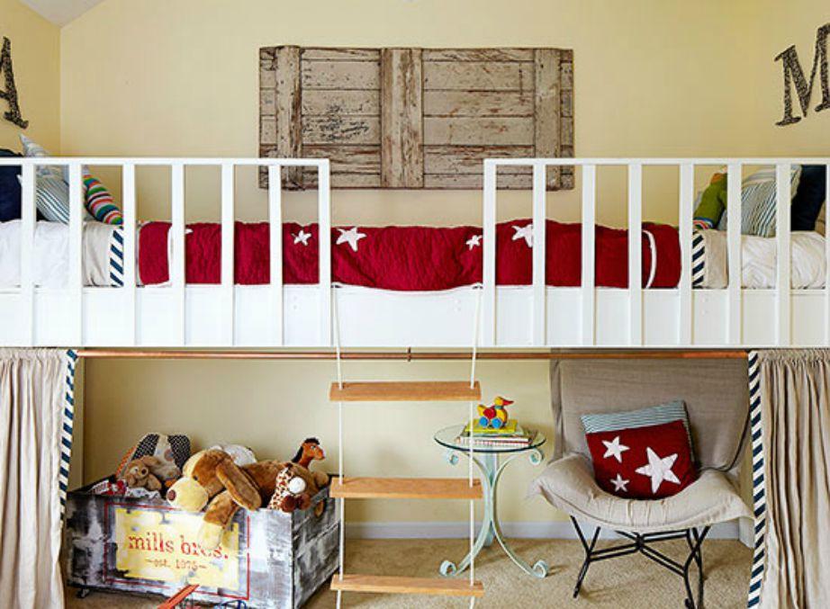 Η τοποθέτιση του κρεβατιού ψηλά σας δίνει την ευκαιρία να κερδίσετε χώρο στο παιδικό δωμάτιο (αρχικά για παιχνίδι και αργότερα για τη δημιουργία ενός γραφείου.