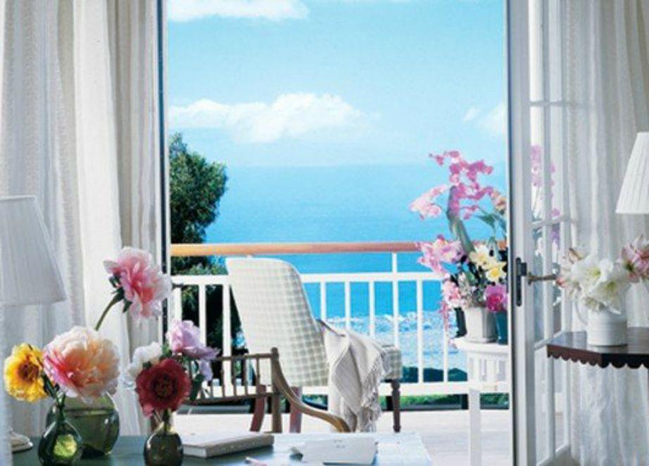 Το μπαλκόνι της κύριας κρεβατοκάμαρας.