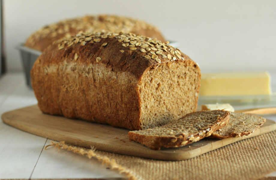 Ολικής άλεσης, σίκαλης ή πολύσπορο; Όπως και να έχει το μαύρο ψωμί βάζει φρένο στην πείνα!