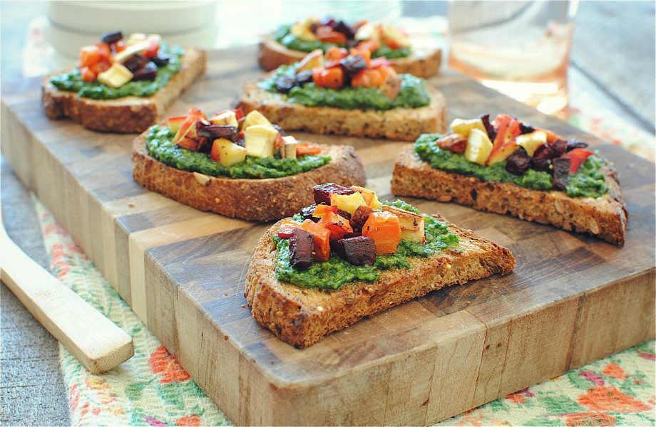 Πιο νόστιμο σάντουιτς σήμερα κιόλας: πολτοποιήστε λίγο βασιλικό ή αβοκάντο με πιπεριές και ψήστε στο γκριλ τα λαχανικά σας.