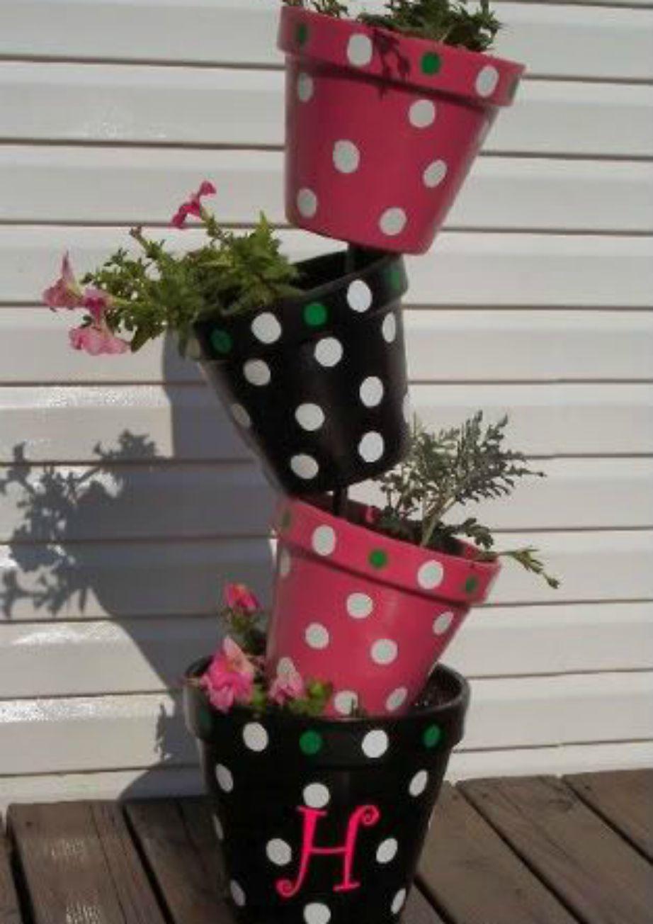 Στη βεράντα μπορείτε να βάψετε μερικές γλάστρες σε πουά σχέδια.