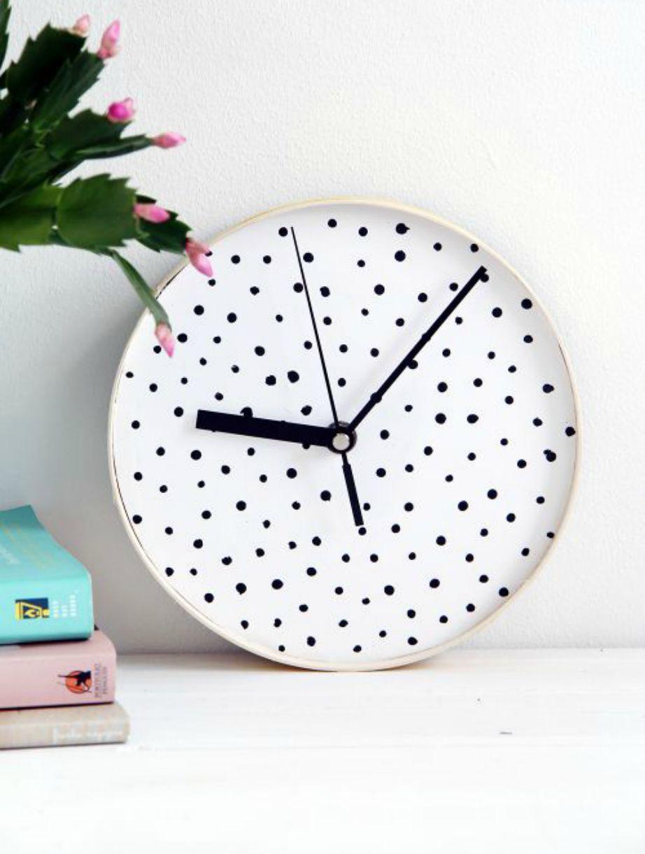 Πόσο χαριτωμένο δείχνει αυτό το πουά ρολόι. Δεν συμφωνείτε;