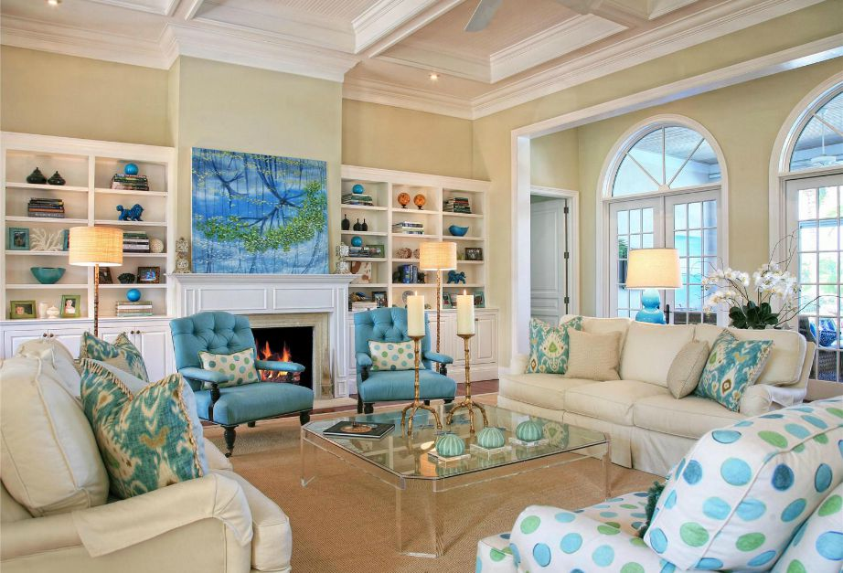 Στο σαλόνι μπορείτε να βάλετε πουά σε μαξιλάρια, κουρτίνες, χαλιά ή και διακοσμητικά αντικείμενα.
