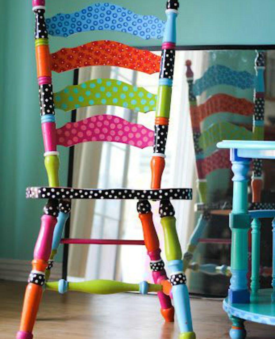 Βάφοντας αυτή την καρέκλα με διαφορετικά χρώματα και πουά έγινε αμέσως ένα φανταστικό διακοσμητικό για το σπίτι σας.
