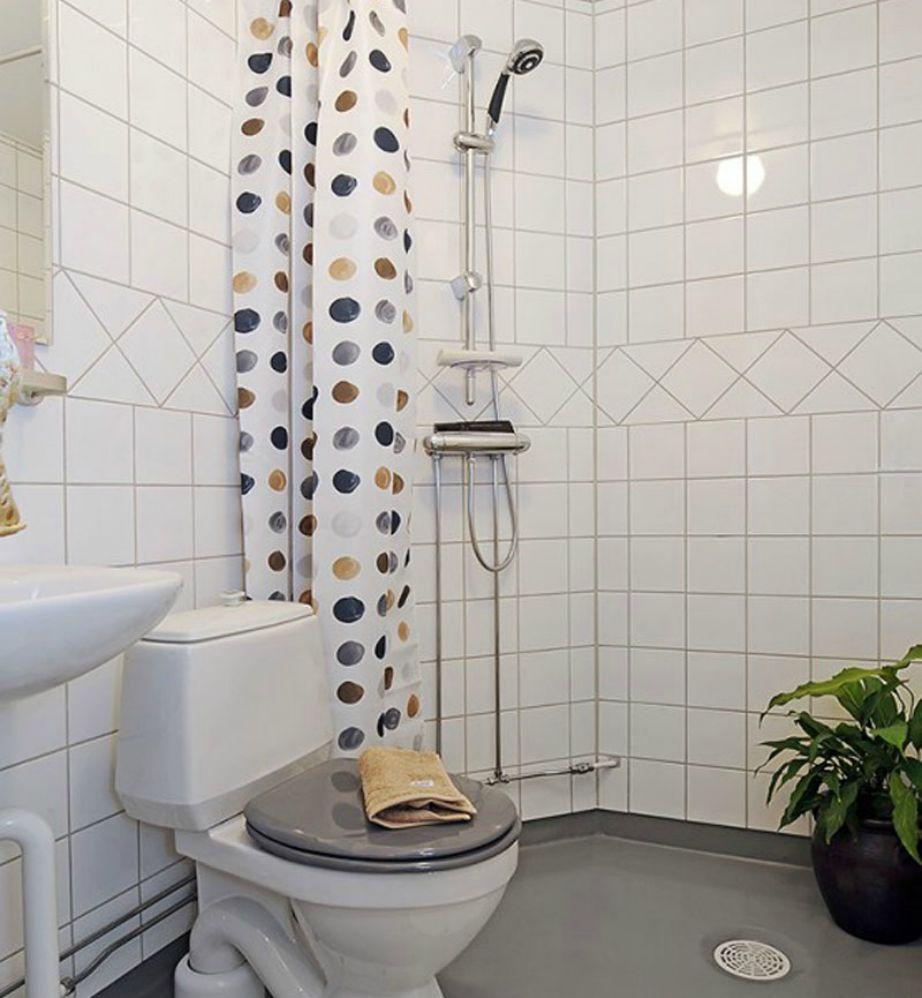 Μια πουά κουρτίνα στο μπάνιο θα δώσει ζωντάνια στον χώρο εύκολα.