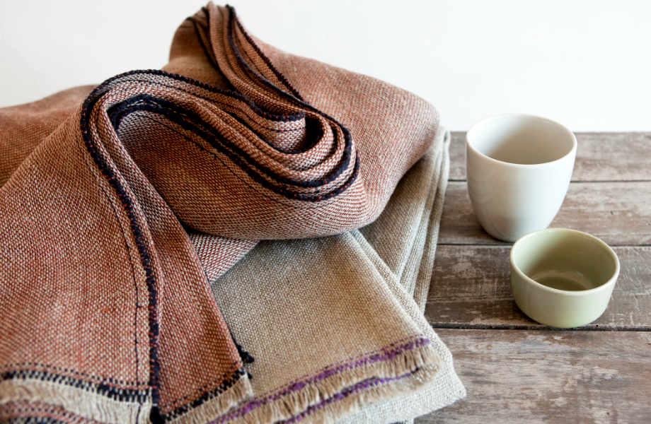 Ντύστε τον καναπέ σας με πιο ελαφριά υφάσματα και ανανεώστε τον σε χρόνο dt!