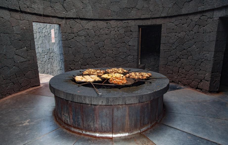 Το Απίστευτο Εστιατόριο που Ψήνει το Φαγητό Πάνω σε ένα Πραγματικό Ηφαίστειο!