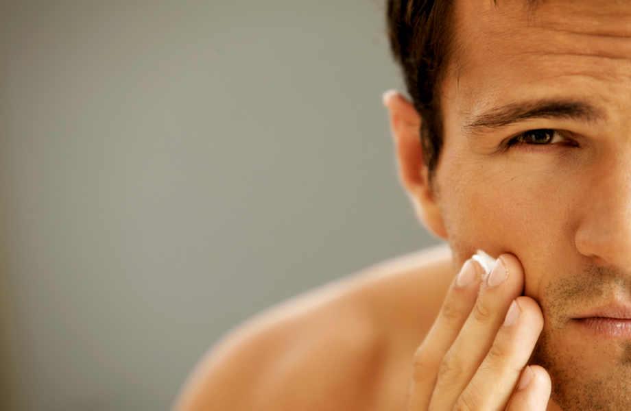 Μετά το καθημερινό πλύσιμο, ο καθρέφτης μπορεί να αποκαλύψει πολλά για την κατάσταση της επιδερμίδας σας.