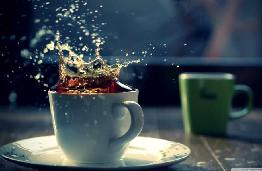 Tea time: τα πόδια σας έχουν ραντεβού με ένα λουτρό σε μαύρο τσάι προκειμένου να ξεφορτωθούν τις άσχημες οσμές.
