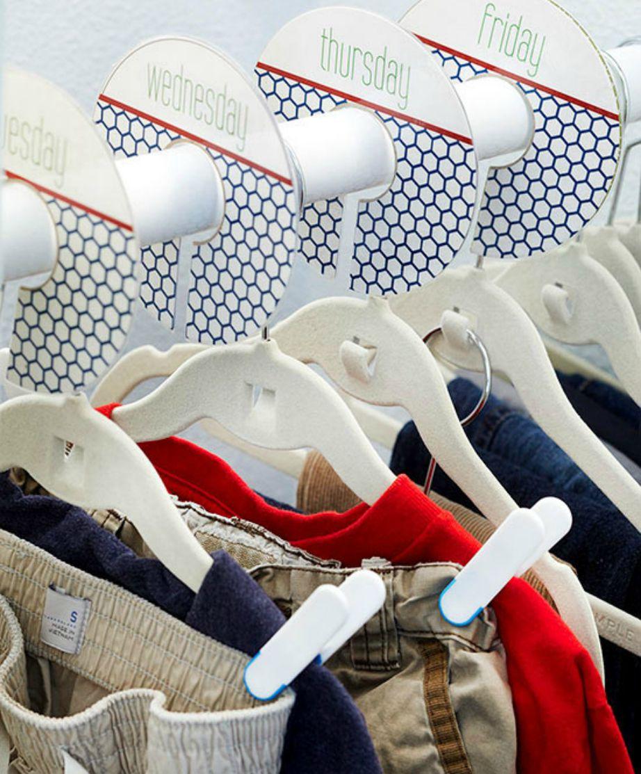 Οργανώστε τη ντουλάπα σας και θα μειωθεί πολύ η ακαταστασία στο υπνοδωμάτιό σας.