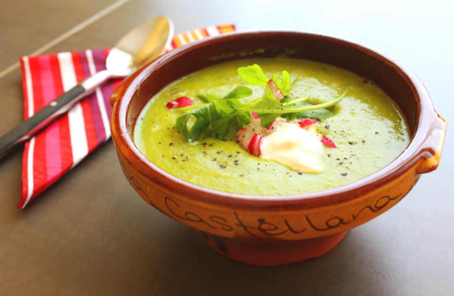 Βάλτε γιαούρτι αντί για κρέμα γάλακτος στις σούπες λαχανικών σας για να δώσετε έξτρα νοστιμιά και να γλιτώσετε εκατοντάδες θερμίδες!