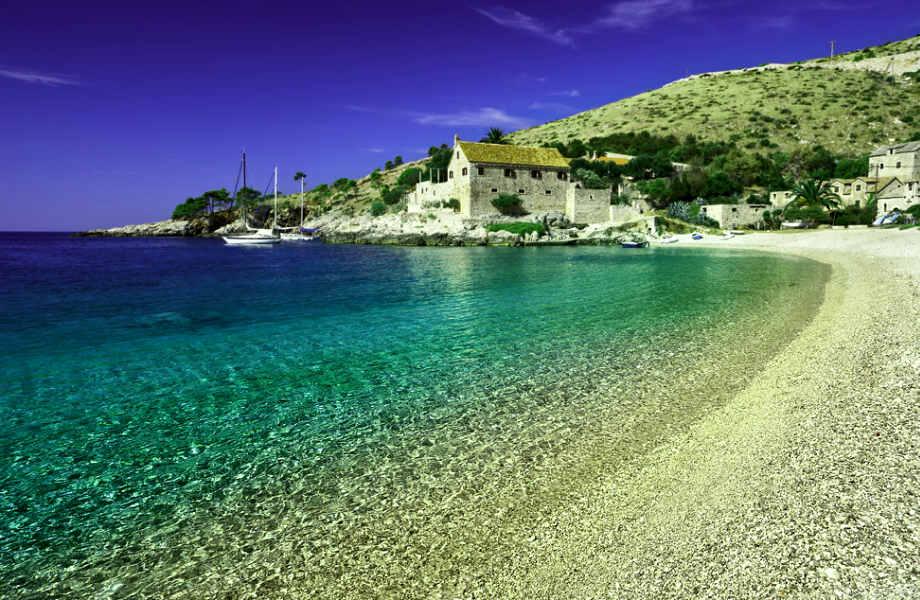 """Το νησί Χβάρ υπήρξε κάποτε ελληνική αποικία με την ονομασία """"Φάρος""""."""