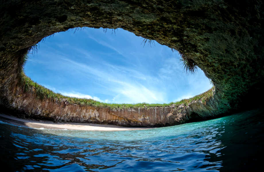 Στην Playa Del Amor θα κάνετε υπόγειες βουτιές.