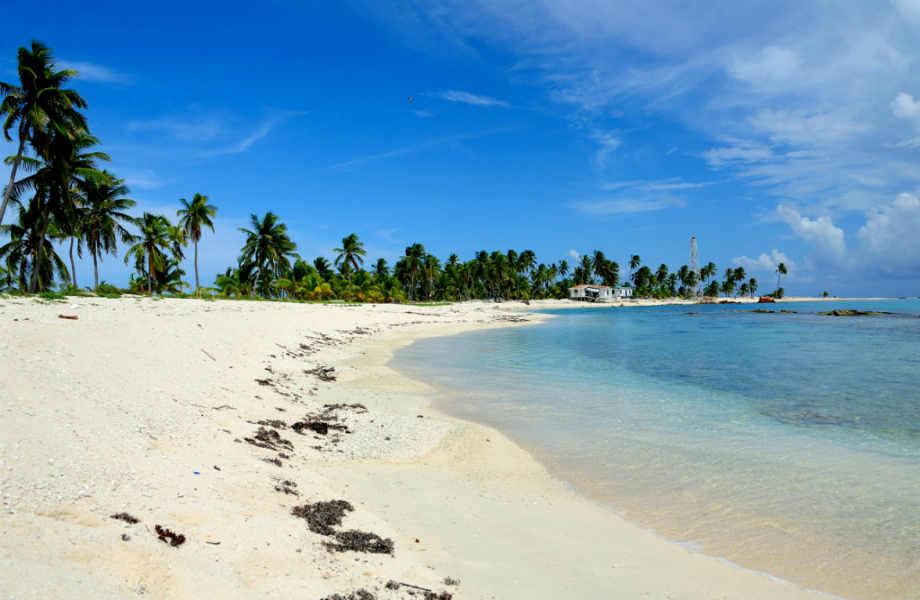 Ο κοραλλιογενής ύφαλος που καταλήγει στo Half Moon Caye έχει Έχει χαρακτηριστεί ως Μνημείο Παγκόσμιας Πολιτιστικής Κληρονομιάς από την Unesco.