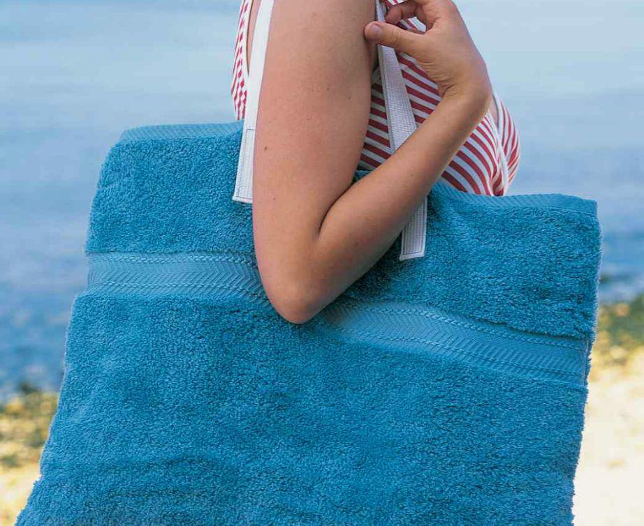 Μια τσάντα παραλίας είναι πάντα χρήσιμη ειδικά αν μπορεί να δημιουργηθεί από το τίποτα...