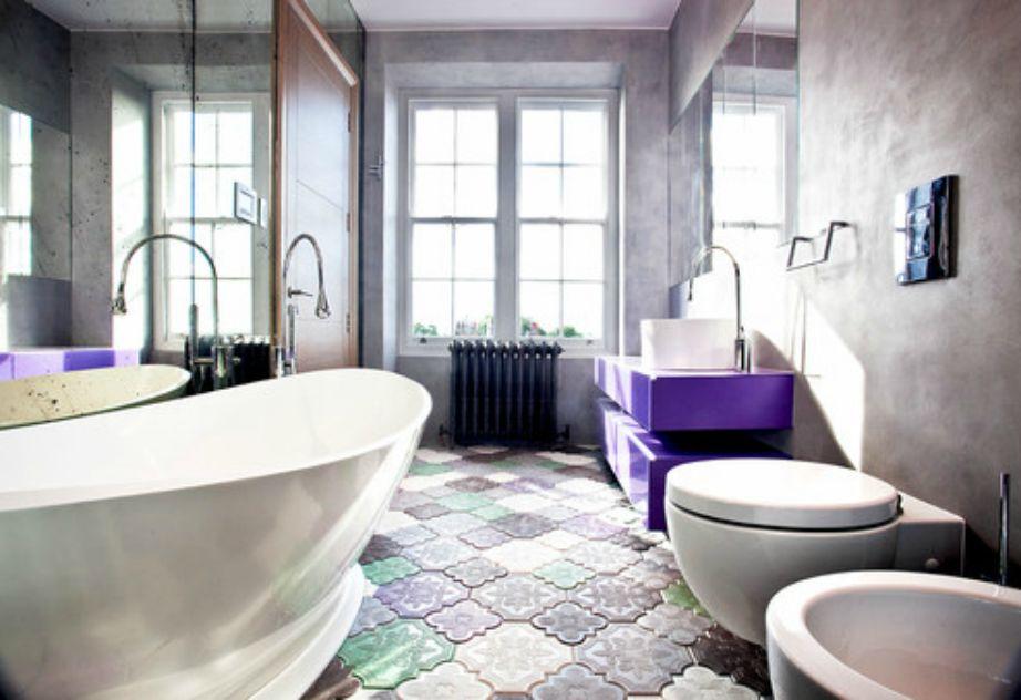 Επιλέξτε ιδιαίτερα πλακάκια για το πάτωμα του μπάνιου σας. Κάντε τα πλακάκια το επίκεντρο της διακόσμησης.