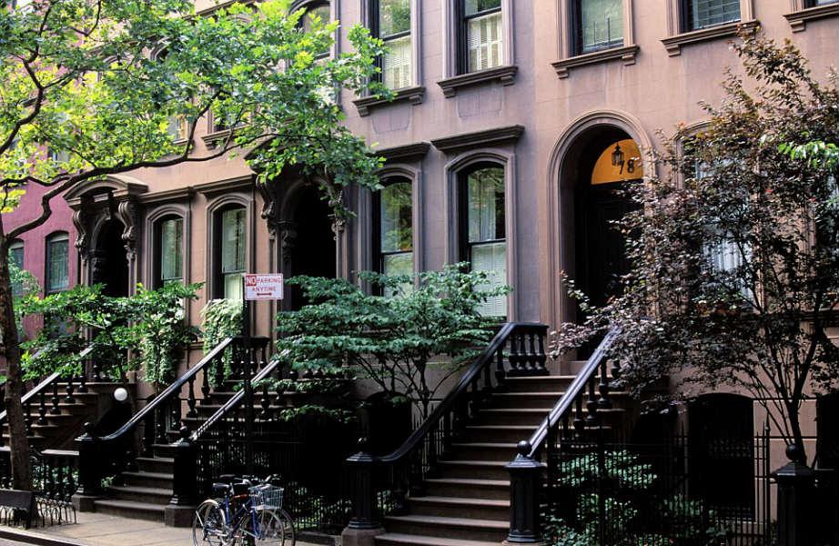 Όλοι θυμόμαστε αυτά τα σκαλοπάτια όπου η Carrie καθόταν με τους υποψήφιους αγαπημένους και τις φίλες της.